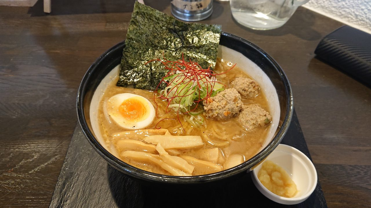 知床鶏麺チキンクレストの味噌ラーメン