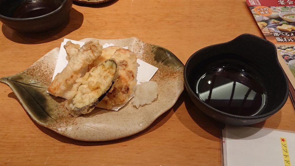 饂飩の四國のおまかせ天ぷら盛り合わせ