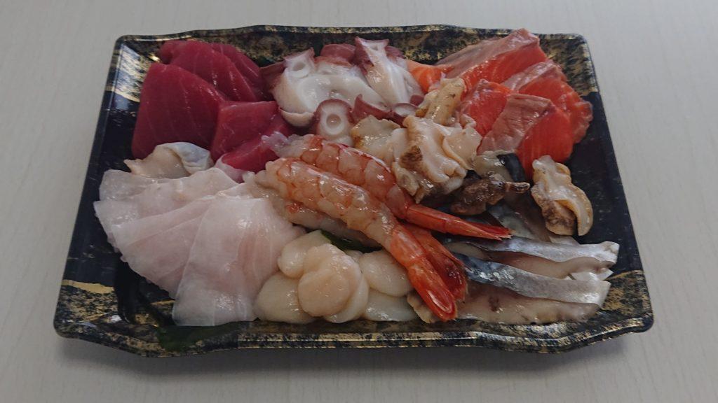 魚楽小川水産の1500円刺身盛り合わせ