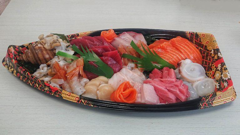 魚楽小川水産の3000円刺身盛り合わせ